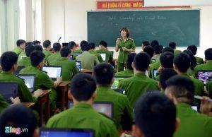 Sinh viên Học viện Cảnh sát Nhân dân trong giờ học.