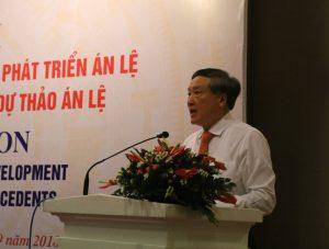 Chánh án Nguyễn Hòa Bình phát biểu tại hội nghị.