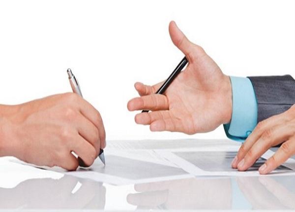 Trong thời gian chờ ký hợp đồng mới, người lao động hưởng quyền lợi gì?