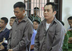Ngô Văn Sơn (trái) và Lê Ngọc Hoàng tại phiên tòa ngày 2/11