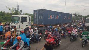 Chiếc container chạy vận tốc 45 km/h khi xảy ra tai nạn.