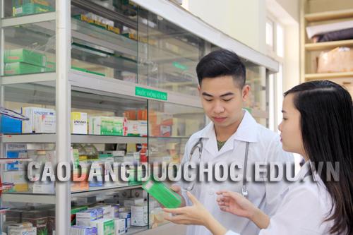 Liên thông từ Trung cấp hộ sinh lên Cao đẳng Dược cần điều kiện gì?