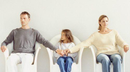 Trong trường cha mẹ không thể phân chia tài sản hoặc quyền nuôi con cũng nên nhờ tới luật sư